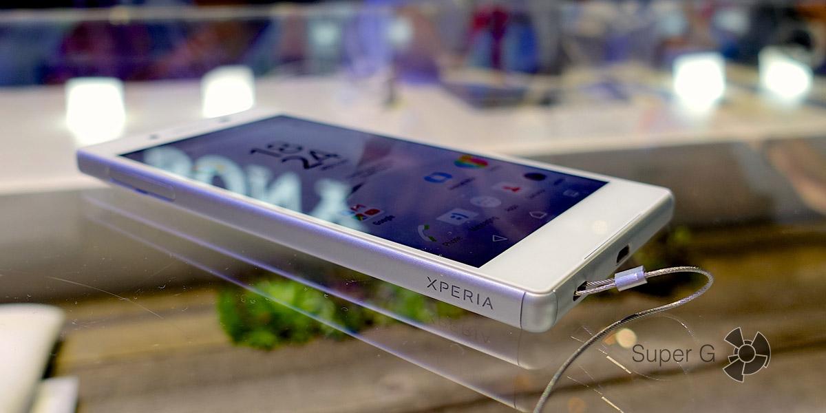 Смартфон Sony Xperia Z5 Compact