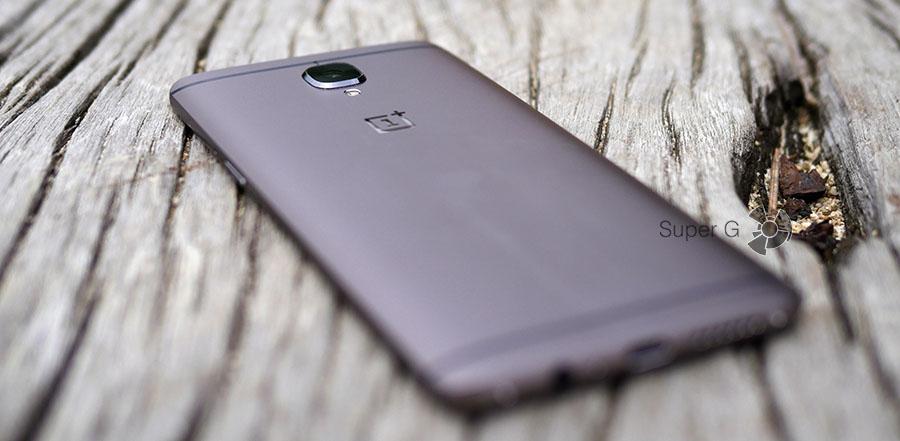 Основная камера OnePlus 3T существенно выпирает над корпусом