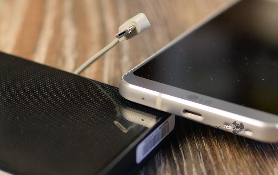 Energizer UE10004 комплектуется кабелем Micro USB