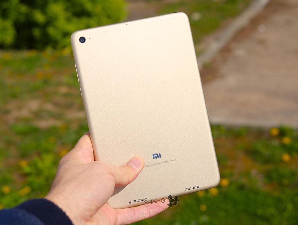 Xiaomi Mi Pad 3 в руке