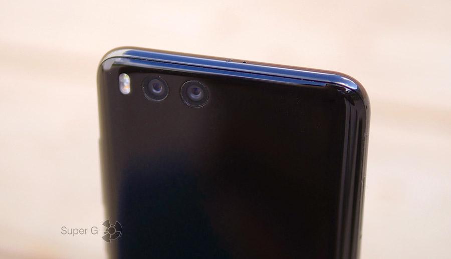 В щели глазков камер Xiaomi Mi6 забивается пыль