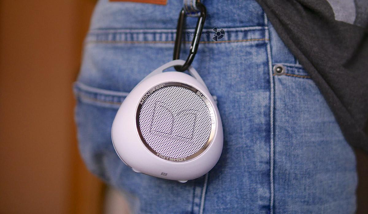 Колонку Monster SuperStar HotShot Bluetooth можно крепить на пояс