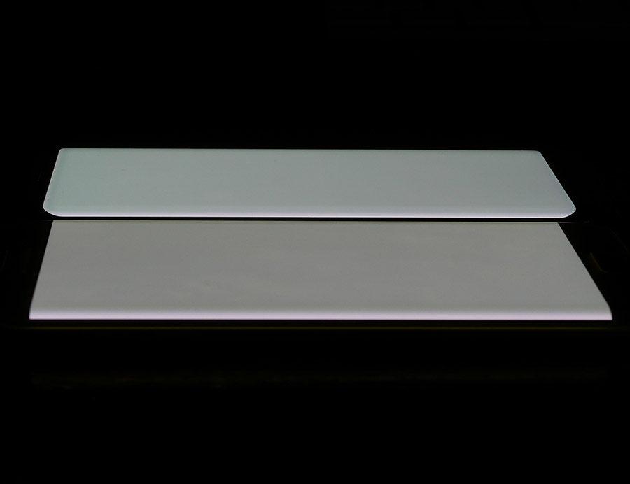 Экран Samsung Galaxy S8 сверху, дисплей Samsung Galaxy S7 Edge снизу (белый цвет)