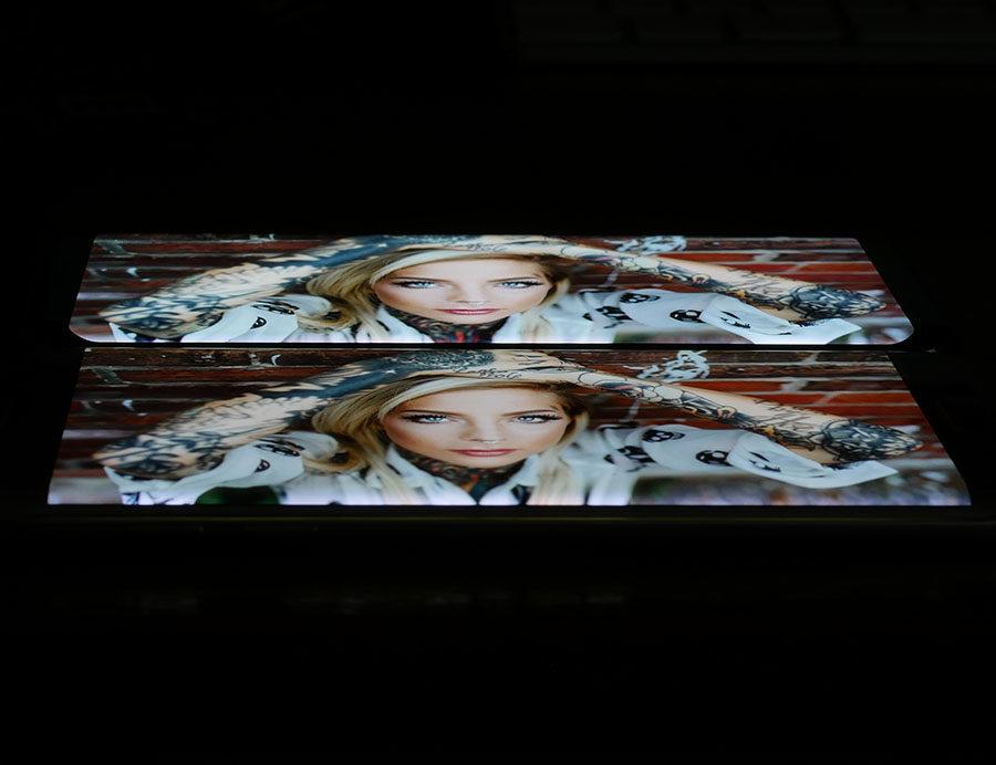 Экран Samsung Galaxy S8 сверху, дисплей Samsung Galaxy S7 Edge снизу (2)