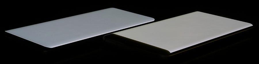 Экран Samsung Galaxy S8 слева, дисплей Samsung Galaxy S7 Edge справа (белый цвет)