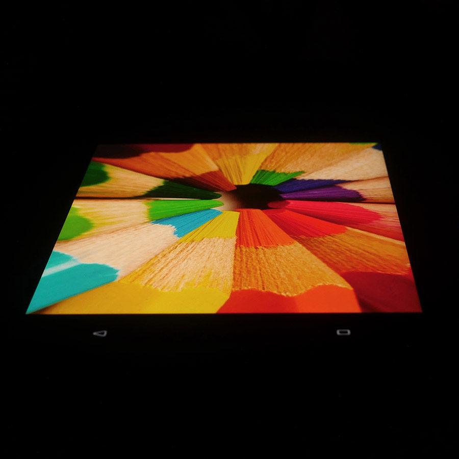 Экран HTC U11 под наклоном (2)