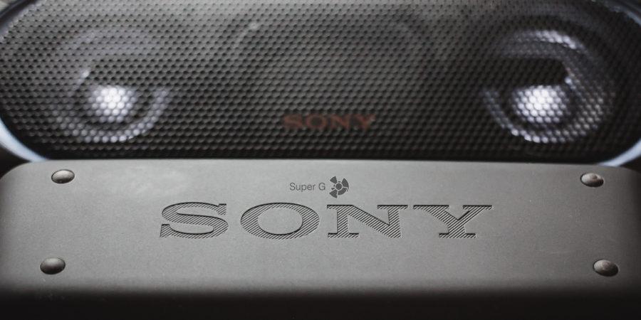 Задняя сторона Sony SRS-XB30 и SRS-XB40