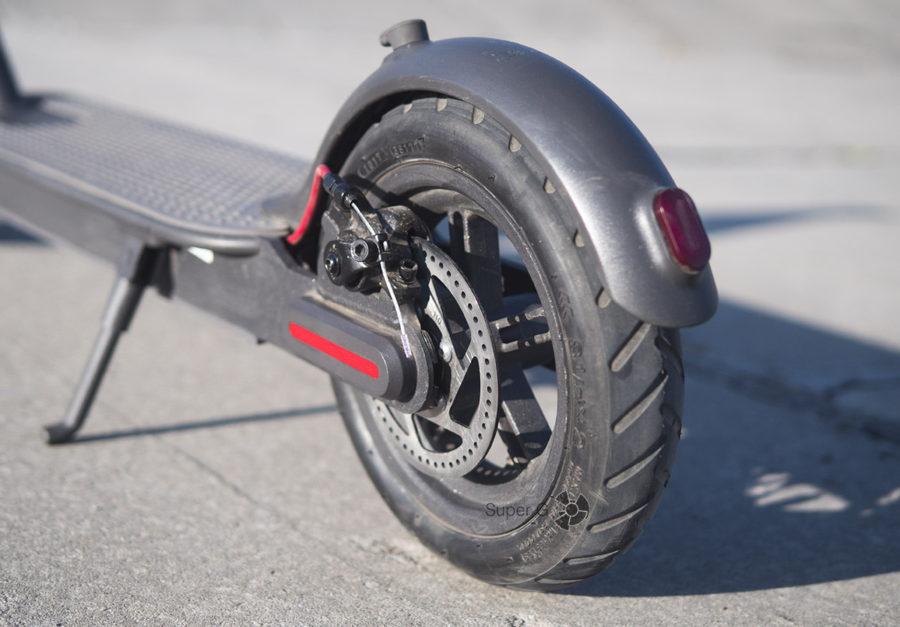 Тормоз расположен на заднем колесе