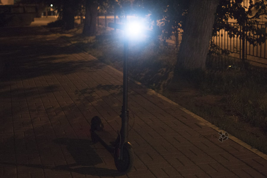 Светодиодный фонарь ближнего света на самокате Xiaomi Mijia M365