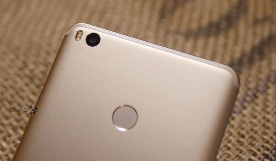 Двойная вспышка в Xiaomi Mi Max 2