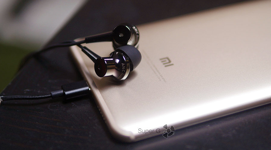 Качество звука через внешние динамики Xiaomi Mi Max 2 отличное (но не на максимуме)