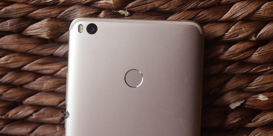 Сканер отпечатков пальцев в Xiaomi Mi Max 2 расположен неудобно, хотя сам работает отменно