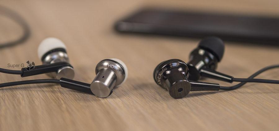 Сравнение Xiaomi Mi In-Ear Headphones Pro (слева) и Xiaomi Mi ANC & Type-C In-Ear Earphones (справа)