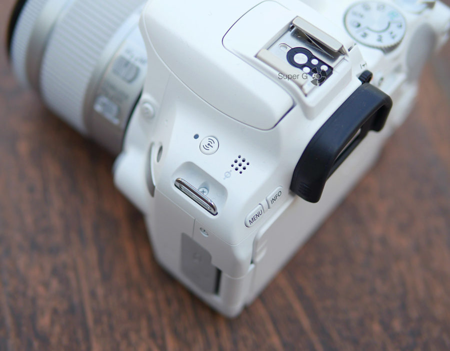 Кнопка для беспроводной связи и динамик Canon 200D