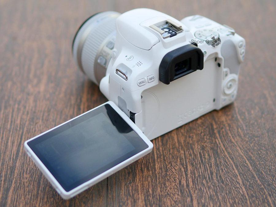 Поворотный дисплей Canon 200D