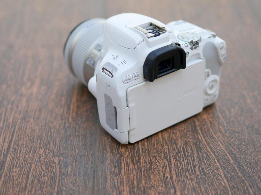 Экран Canon 200D поворотный