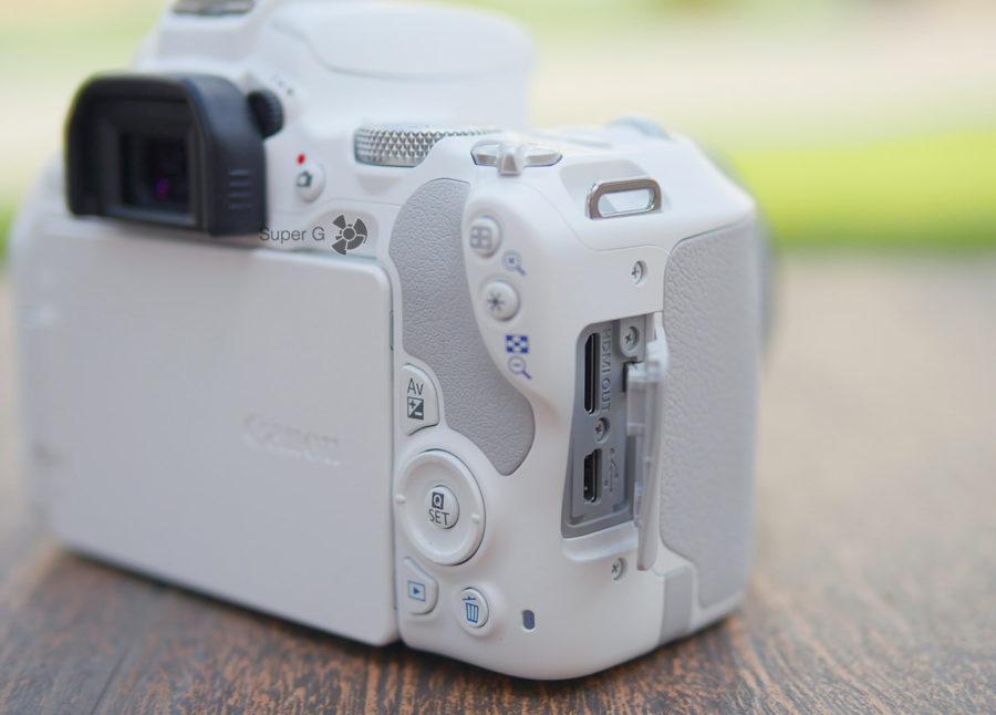 Порты подключения Canon 200D