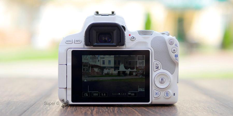 Экран Canon 200D