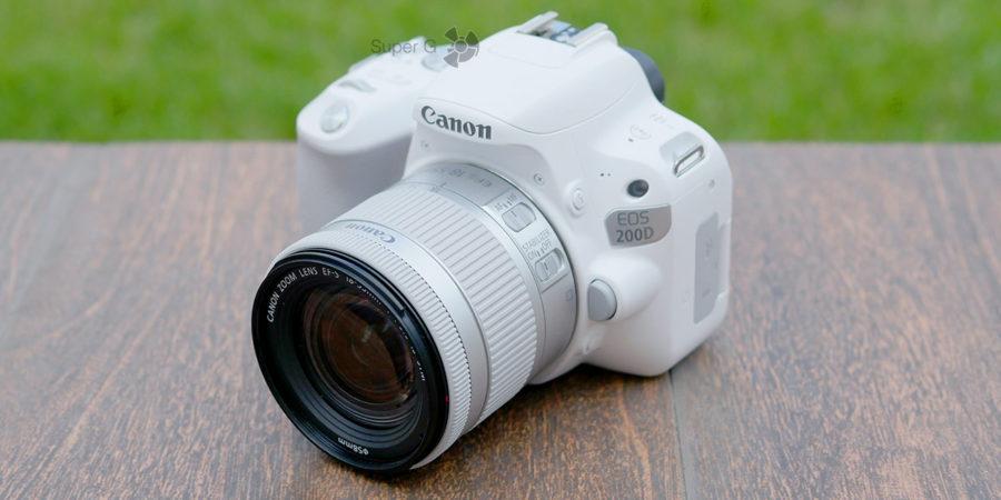 Фотоаппарат Canon 200D