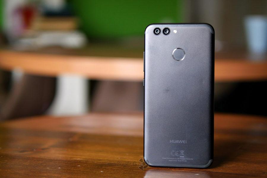 Сканер отпечатков пальцев в Huawei Nova 2 работает отменно