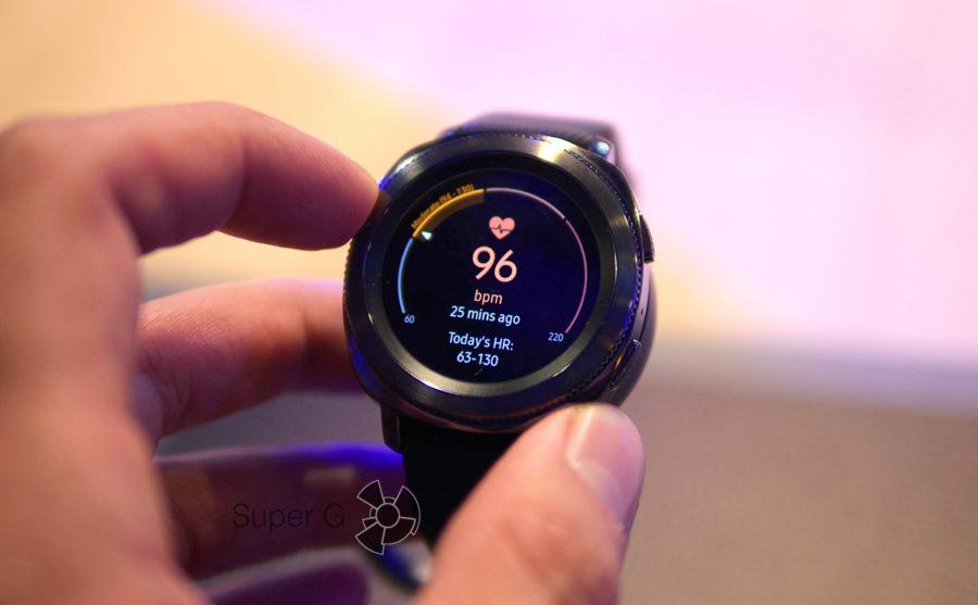 Умные часы Samsung Gear Sport - измерение пульса