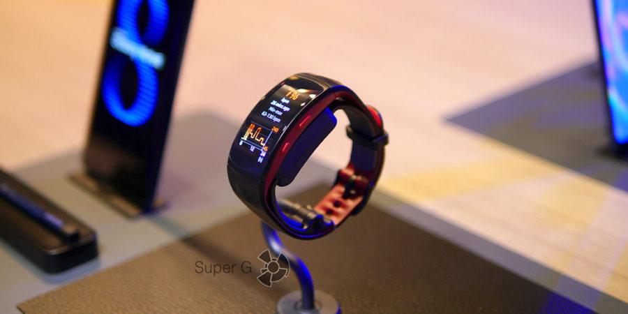 Умный трекер активности Samsung Gear Fit2 Pro для пловцов