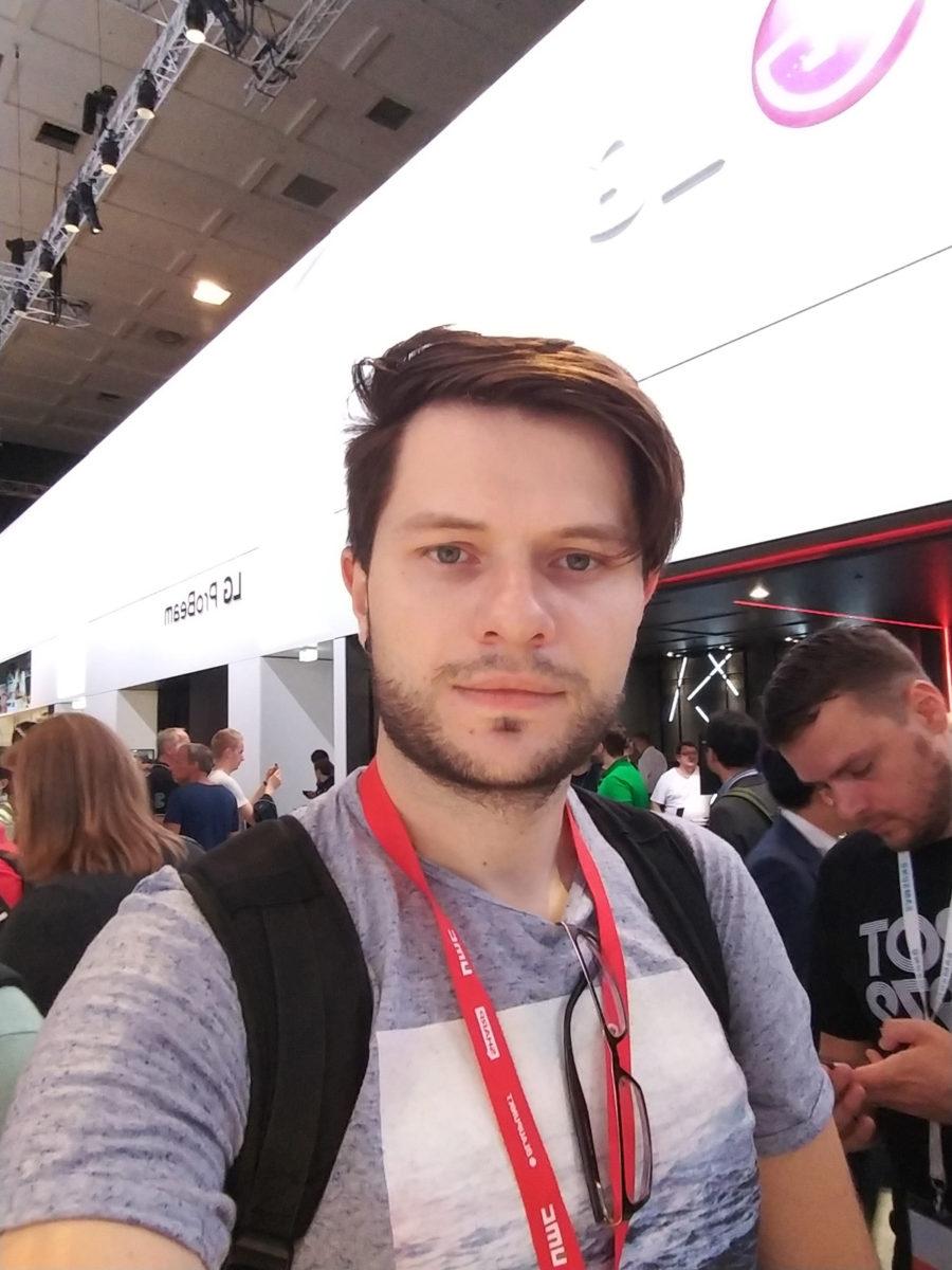 Пример фото, снятого на фронтальную камеру LG V30 (обычный режим)
