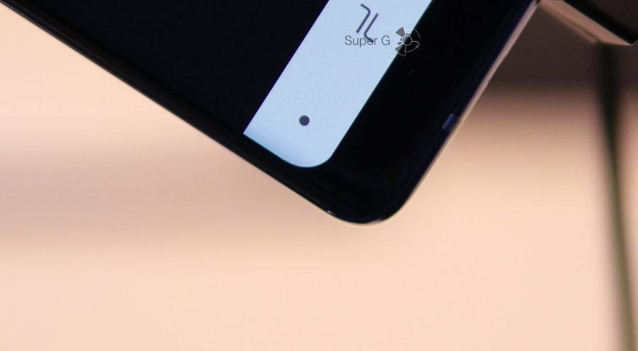 Аккуратно закругленный угол дисплея Samsung Galaxy Note 8