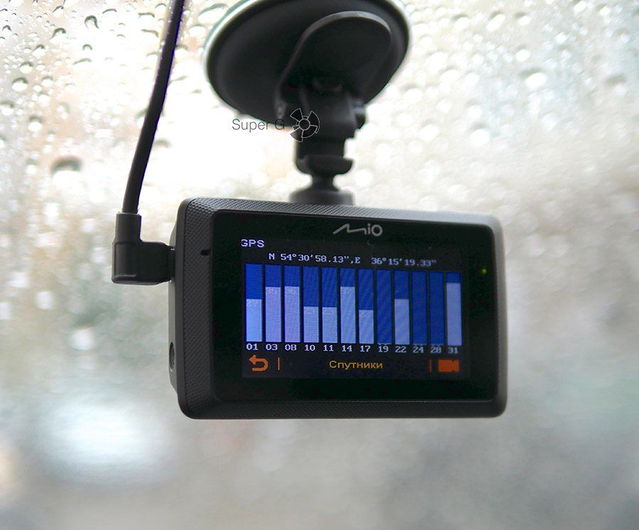 Mio MiVue 786 умеет ловить сигнал GPS и Глонасс
