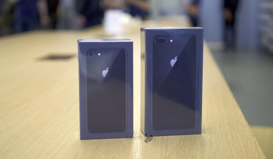 Коробки из-под iPhone 8 (слева) и iPhone 8 Plus (справа)