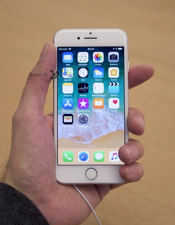 Серебристо-белый iPhone 8 (вид спереди)