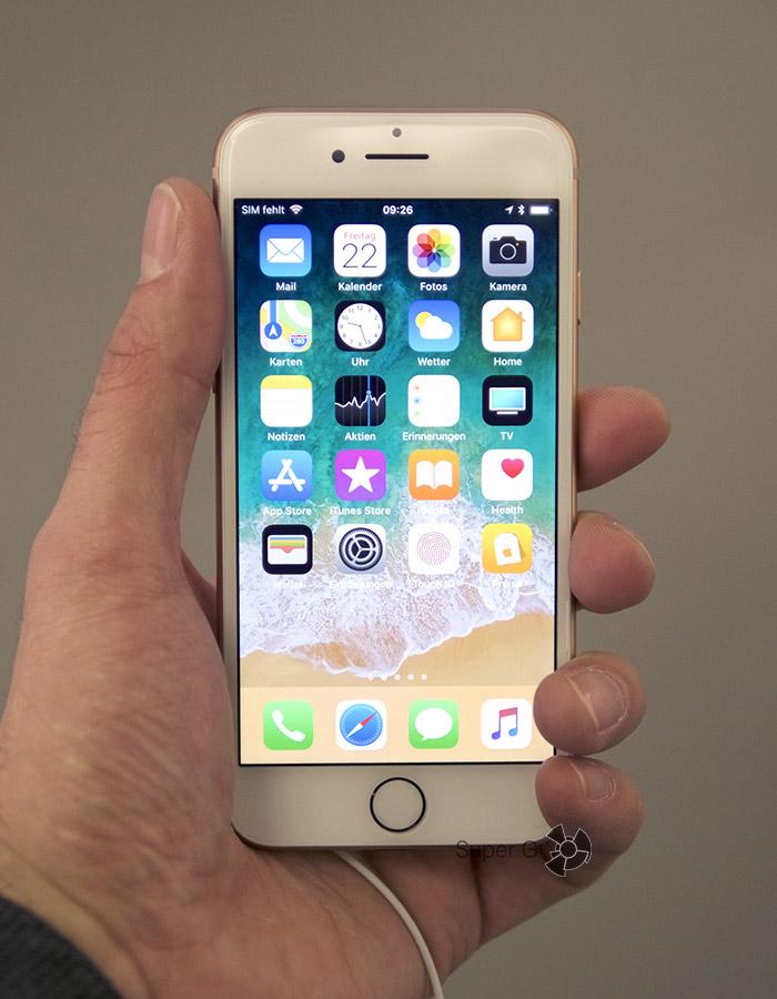 Золотой iPhone 8 (вид спереди)
