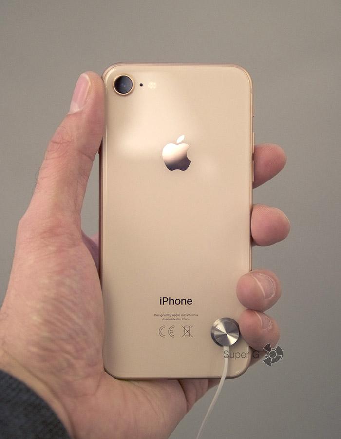 Золотой iPhone 8 (вид сзади)
