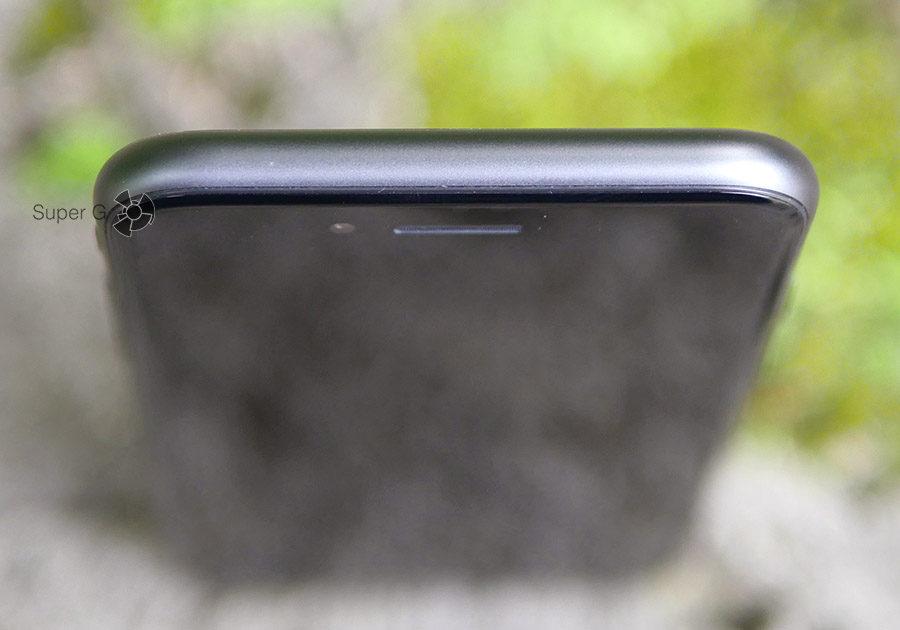 Верхний торец в iPhone 8 пустой