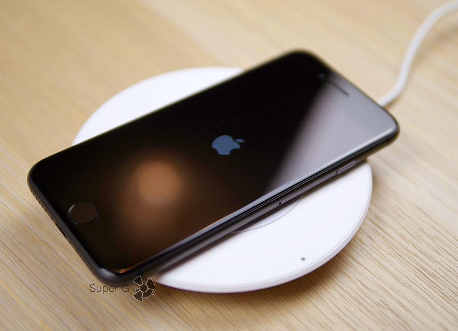 Беспроводная зарядка Belkin для iPhone 8