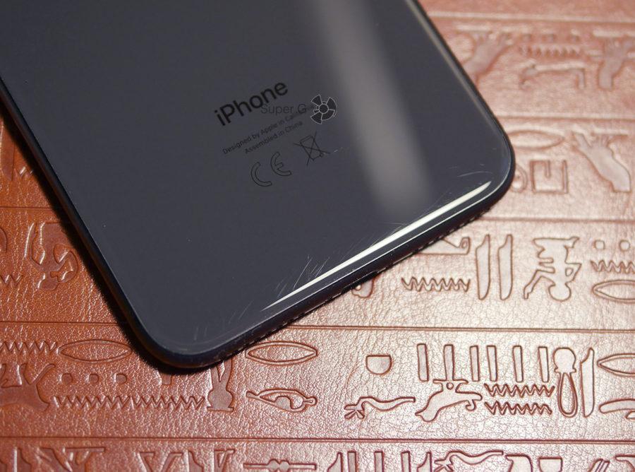 Царапины на заднем стекле iPhone 8 Plus спусти 1,5 недели использования