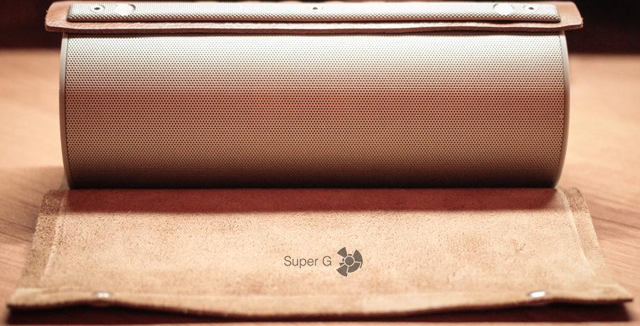 Внешний вид с открытым чехлом Чехол из натуральной кожи и металлическая вставка LoftSound GZ-22