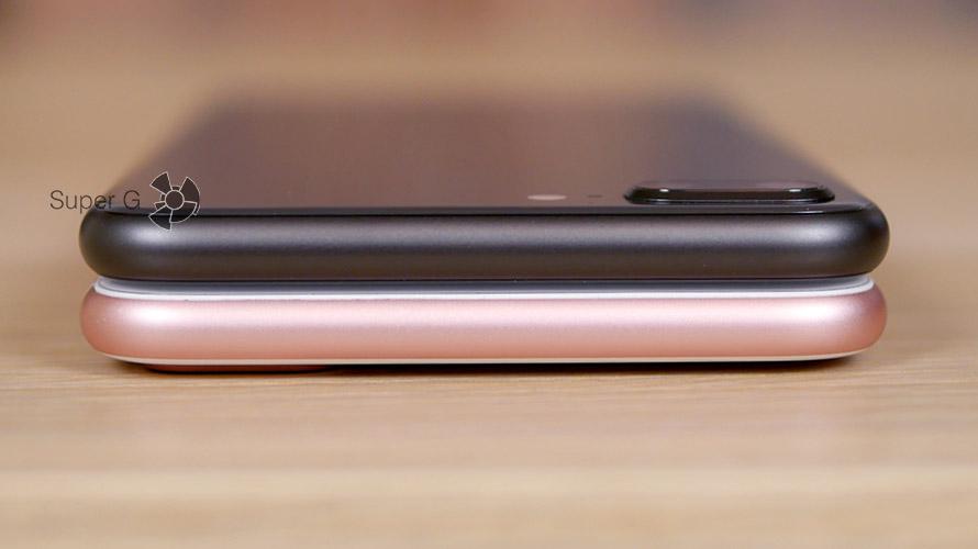 Верхние торцы смартфонов полностью одинаковые