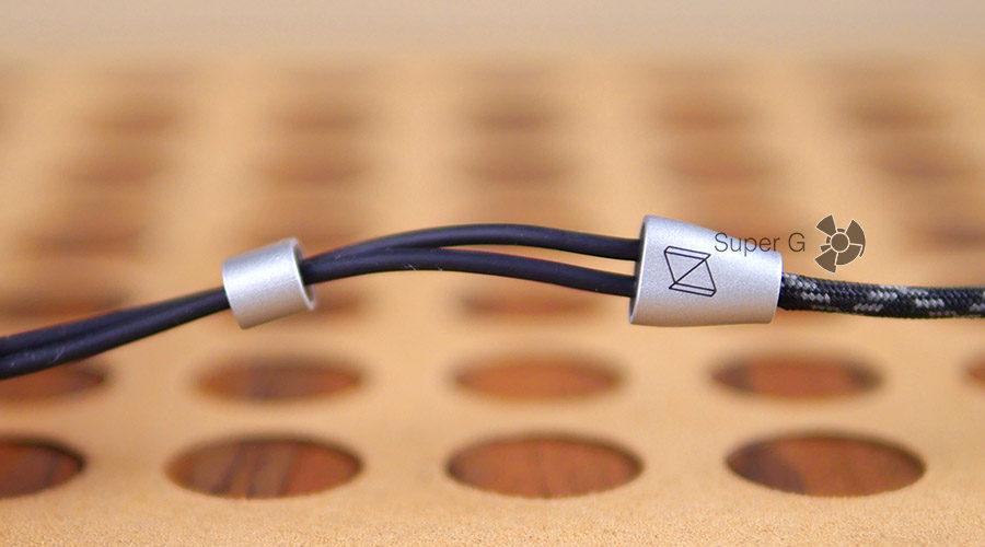 Стопорная петля на кабеле наушников