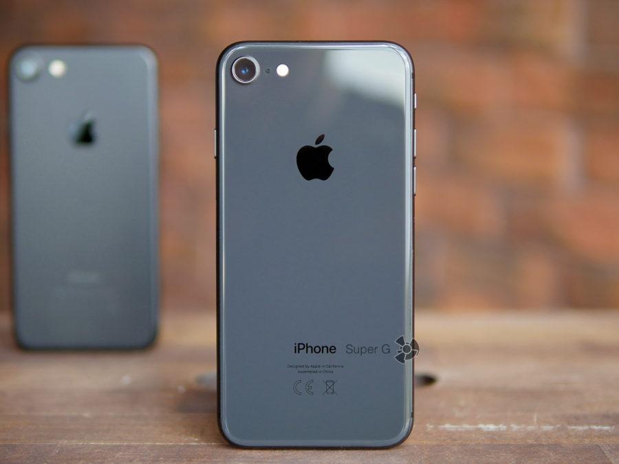 На переднем плане странный iPhone 8