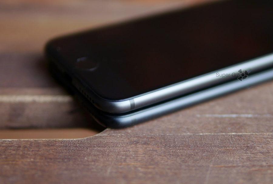 Корпус iPhone 8 (сверху) и iPhone 7 (снизу)