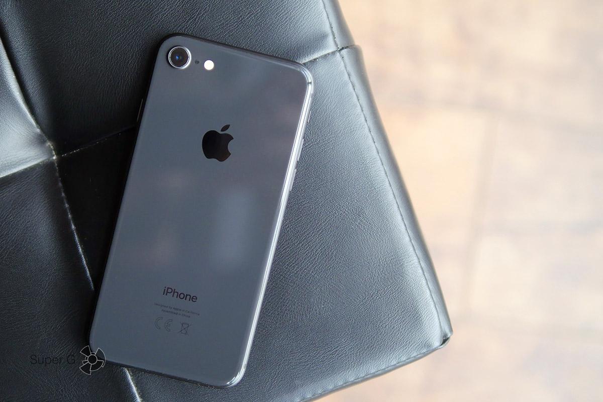 iPhone 8 - задняя спинка теперь из стекла. Замена стоит дорого!