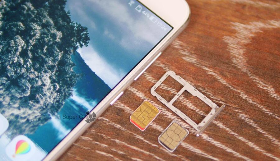 Комбинированный слот под SIM-карты в ASUS Zenfone 4 ZE554KL