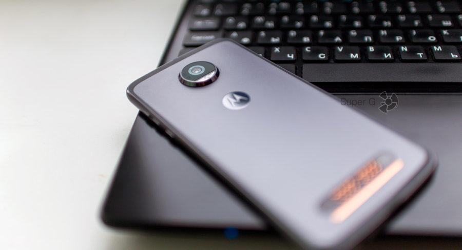 Выпирающая камера Moto Z2 Play