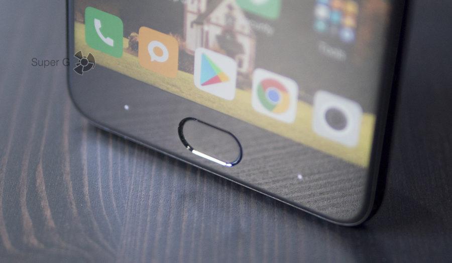 Сканер отпечатков пальцев встроен в кнопку Домой, а по бокам сенсорные кнопки с подсветкой - Xiaomi Mi Note 3