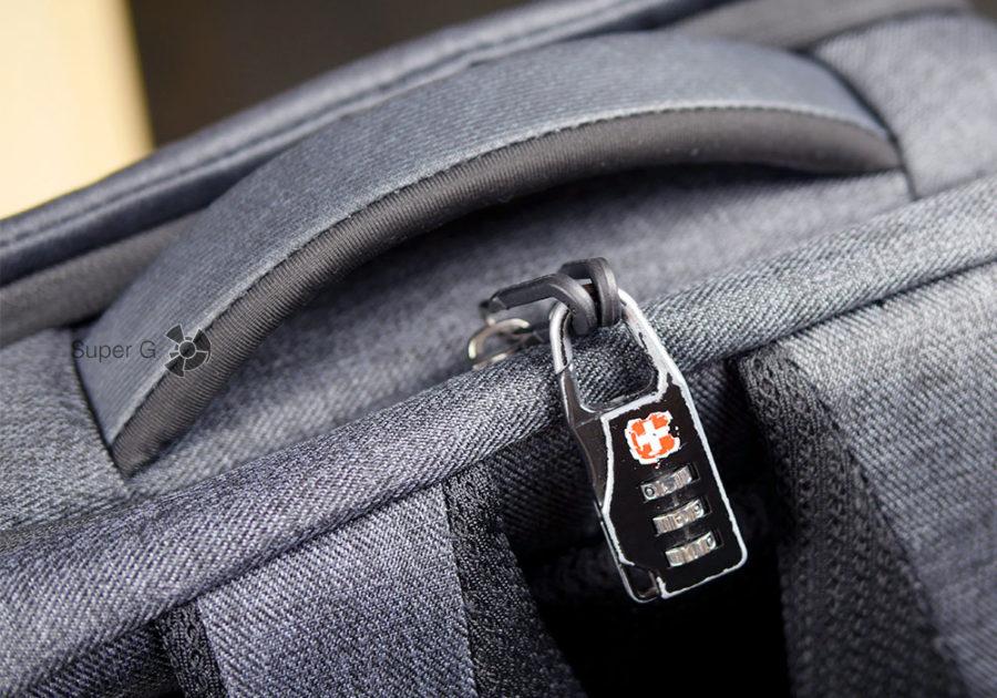 Замок можно повесить на язычки молний Xiaomi Mi Business Travel Bag