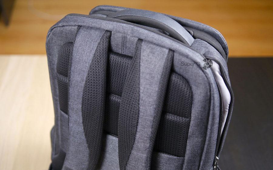 Плотная спинка и надежные лямки Xiaomi Mi Business Travel Bag