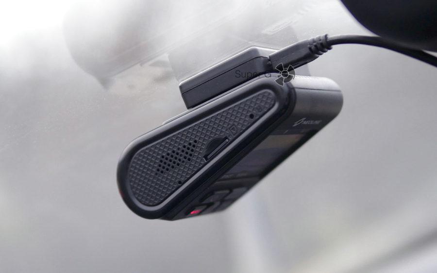 Динамик, слот для карточек памяти и кнопка сброса в Neoline G-TECH X37