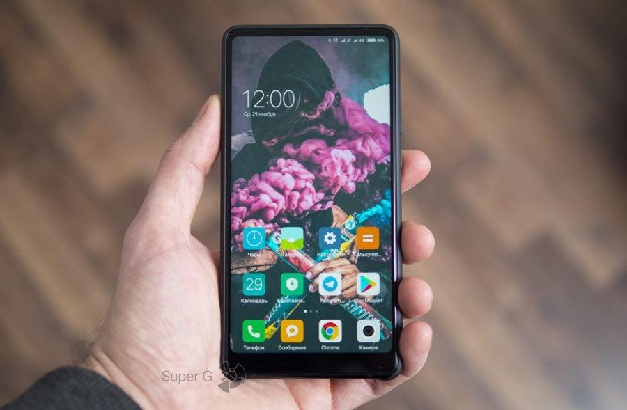 Xiaomi Mi MIX 2 в чехле (вид спереди)