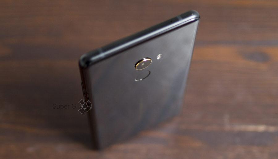 Золотая каёмка камеры Xiaomi Mi MIX 2